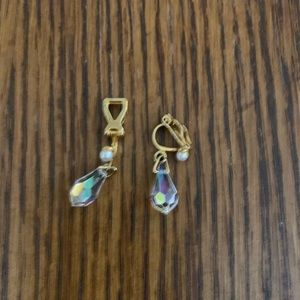 Vintage crystal & pearl tear drop clip on earring